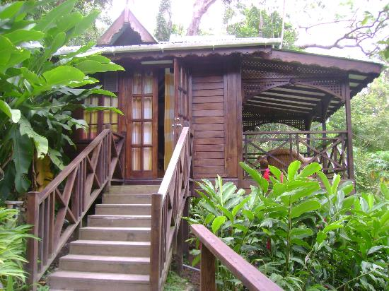 Fond Doux Plantation & Resort: Outside view of banana cottage