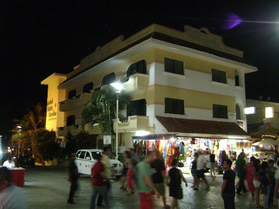 Hotel Vista Caribe: Vista del Hotel desde la 5ta avenida