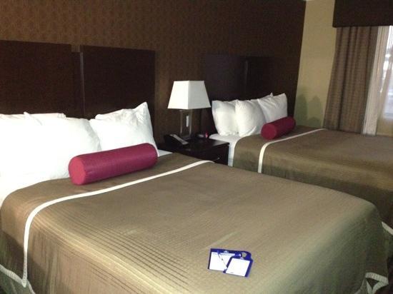 Best Western Plus Olathe Hotel: Queen doubles