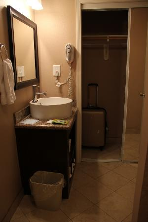 Solaire Inn and Suites: bagno