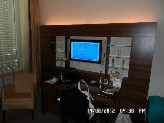 Fleming's Hotel Frankfurt-Messe: Tv