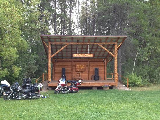 Lake Five Resort: Stage with awesome sound system