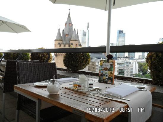 Fleming's Hotel Frankfurt-Messe: Terrazza colazione