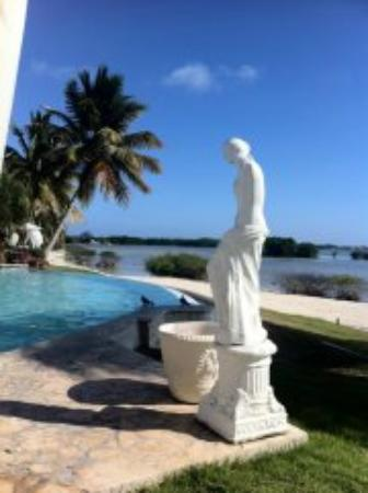 Grand Bahi-a Ocean View Hotel: Pool and a view on the sea