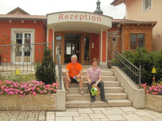 Gaestehaus Zehmerhof : steps to reception