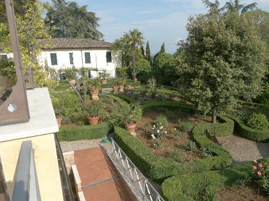 Villa Scacciapensieri: Le jardin, somptueux