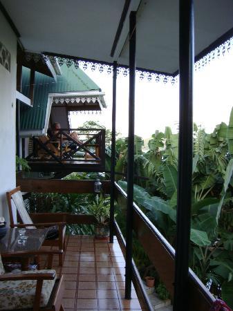 Chez Lorna: terrasse devant notre chambre