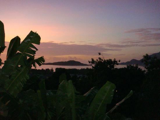 Chez Lorna: vue depuis la maison, coucher de soleil