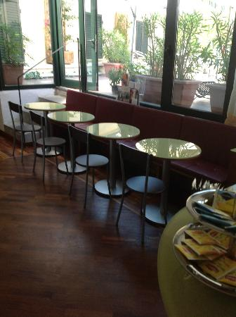 Hotel Il Giardino : ... which is shared by the 'breakfast bar'