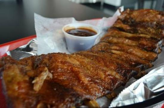 Joanno's Chicken and Ribs: Ribs w/ sauce
