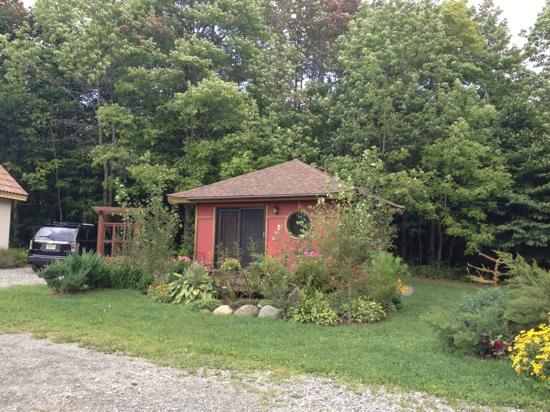 Sheady Acres Rental Cottages: The Tea House