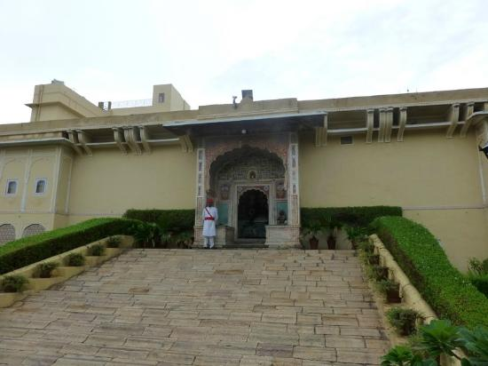 Samode Haveli: Hotel entrance