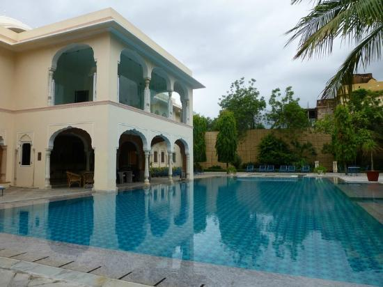 Samode Haveli: Swimming pool