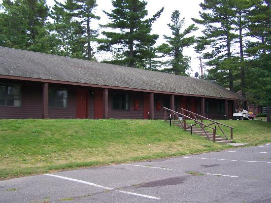 Keweenaw Mountain Lodge: Another view of the motel units.