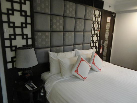 Maison D'Hanoi Hanova Hotel: Bed