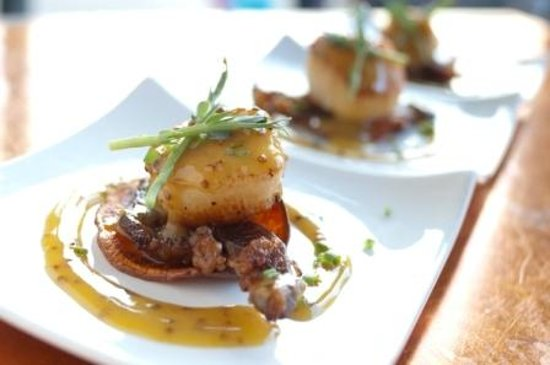 Eolus Bar & Dining : Scallops & Prime Rib Bacon with a Sweet Potato Chip and Truffle honey Mustard sauce.