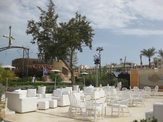 Cataract Layalina Sharm El Sheikh: questo è il lato dopo la piscina che spunta sul mare dove la sera si cena anche e si fa animazio