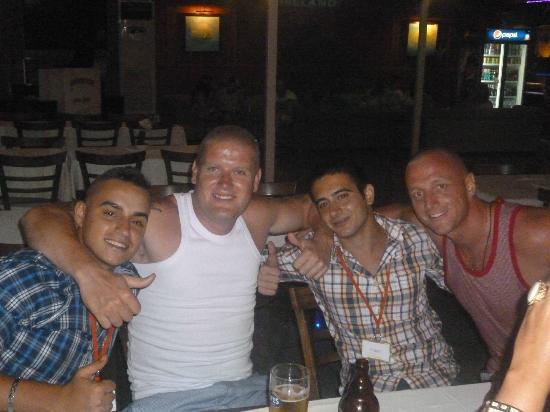 Tropicana Garden Hotel: Lui-g the entertainer :) mario and guest