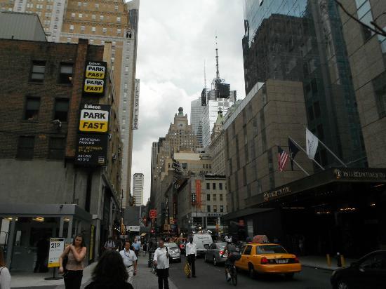 Comfort Inn Times Square West: Vue de la rue près de l'hôtel