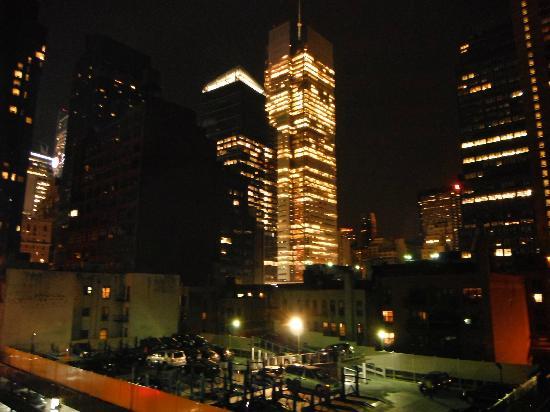 Comfort Inn Times Square West: Vue de la chambre au 7e étage de nuit