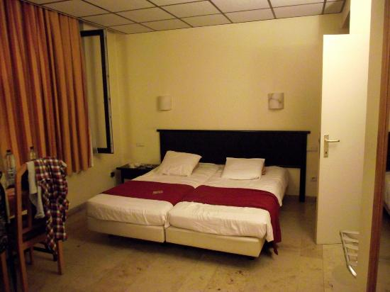 New-Astoria Hotel: 2nd Floor Twin Room