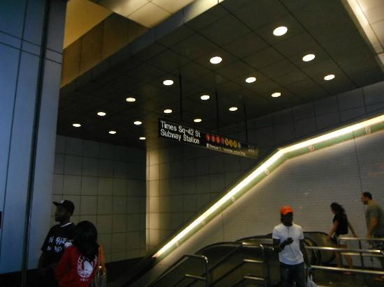 Comfort Inn Times Square West: Station de métro tout près