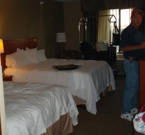 Hampton Inn Mitchell: Another view of beds