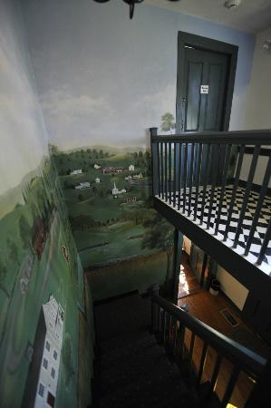 Inn at Lower Farm Bed and Breakfast: Stairs up to room with lovely mural