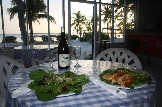 The Beach Bum Cafe : Enjoy the sunset with a nice meal
