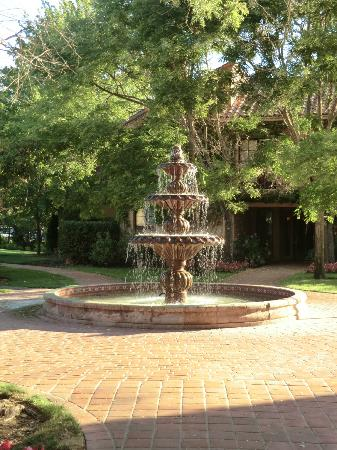 Vintners Inn: Courtyard fountain, morning light