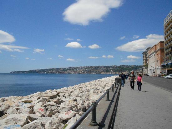 Via Caracciolo e Lungomare di Napoli : lungomare senza auto