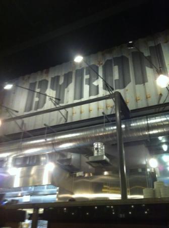 Byron Kings Road : bancone centrale