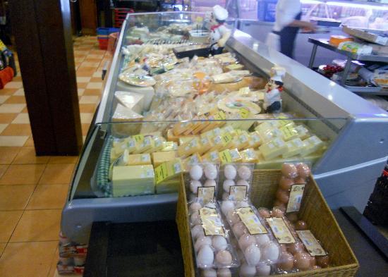 Bali Deli: Cheeses