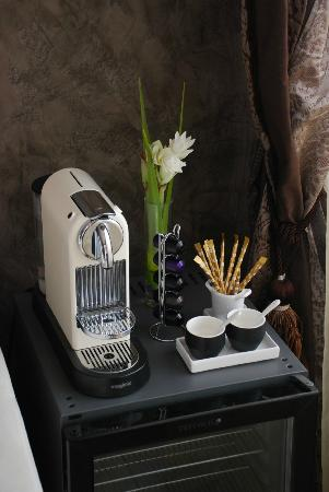Le Dortoir: Coffee maker in Longani Suite