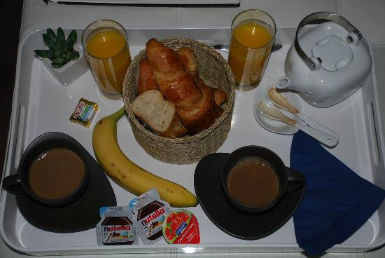 Le Dortoir: Breakfast provided in hallway (we purchased banana)