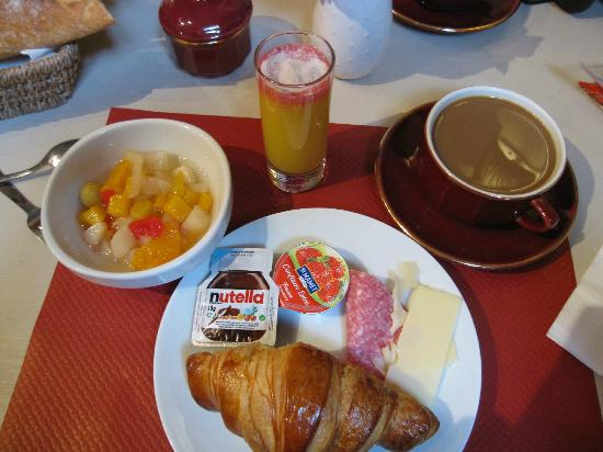 Hotel Du Musee: Sampling of breakfast options available (they serve coffee and croissants)