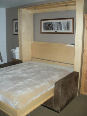Stardust Lodge: The Murphy bed