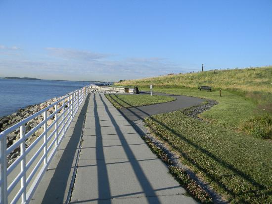 Deer Island HarborWalk: Walkway