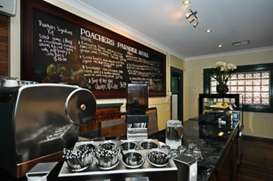 Poacher's Paradise Motel: Great food & coffee