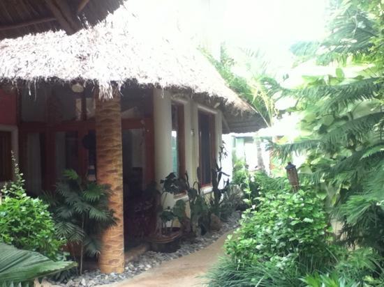 Bungalows de Los Arbolitos: pasillo principal..