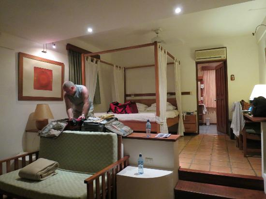 Hotel Capitan Suizo: The room w A/C