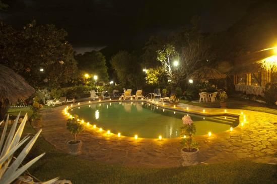 Hotel Cacique Inn: Gardens and Facilities