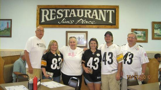 Jim's Place: Great place to eat before the game