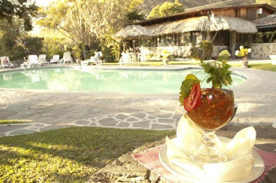 Hotel Cacique Inn: Relaxing Poolside