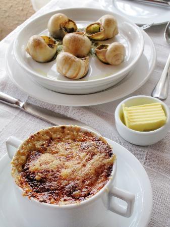 La Ciboulette : Soupe à l´oignon gratinée et escargots