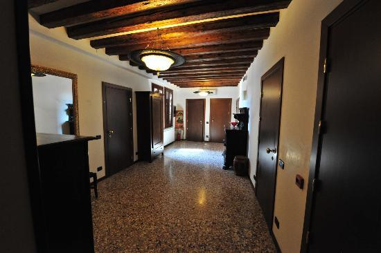 Pensione Guerrato: Common Hallway where are rooms were located