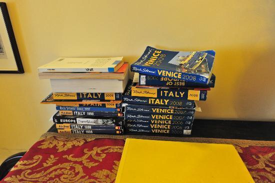 Pensione Guerrato: Selection of guidebooks to utilize