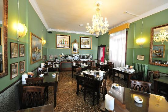 Pensione Guerrato: Dining room where breakfast is served