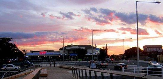 Barwon Heads Hotel Bistro & Bridge Restaurant | 1 Bridge Road, Barwon Heads, Victoria 3227 | +61 3 5254 2201