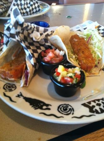 Arnie's Restaurant & Bar - Edmonds: happy hour fish tacos